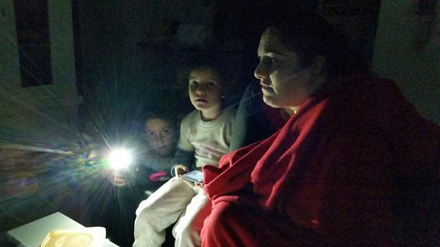 Members of Ben-Yoash family from Lod spend night without power (Photo: Meidan Ben-Yoash) (Photo: Meidan Ben-Yoash)