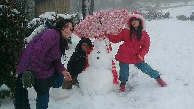 באלון שבות הצליחו לבנות איש שלג (צילום: מוריה הכהן) (צילום: מוריה הכהן)