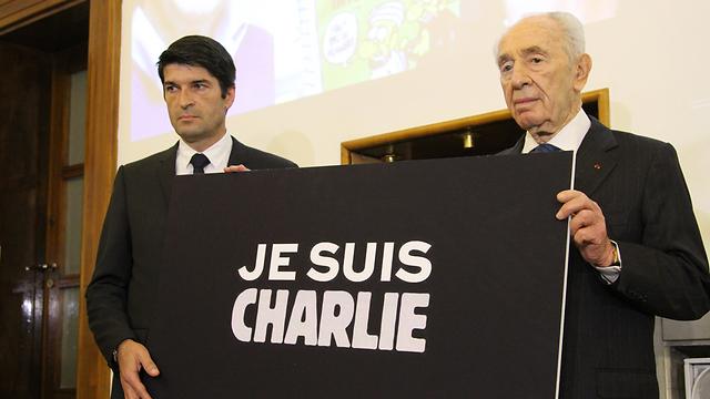 Peres with Ambassador Maisonnave (Photo: French Embassy Israel)
