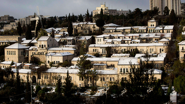 Houses in Jerusalem covered in snow (Photo: EPA)