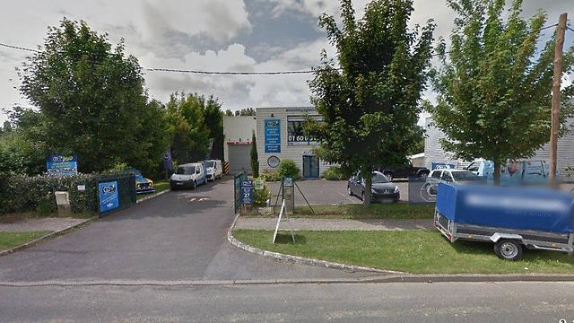 בית הדפוס שבו מתבצרים החשודים (צילום: MCT) (צילום: MCT)