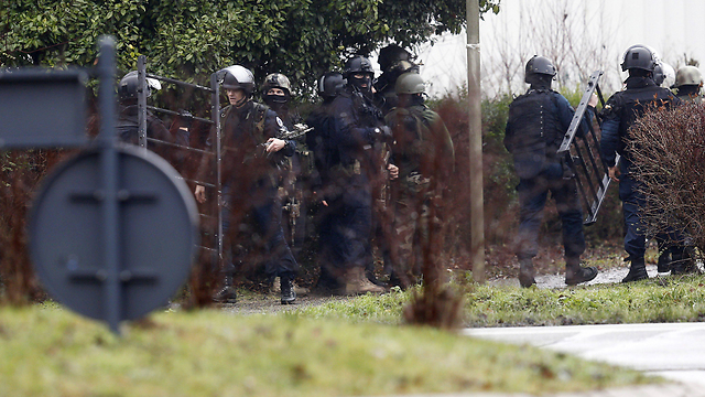 Police close in on the gunmen behind the Charlie Hebdo attack (Photo: EPA) (Photo: EPA)