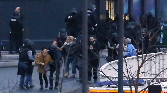 French SWAT with hostages (Photo: AFP)