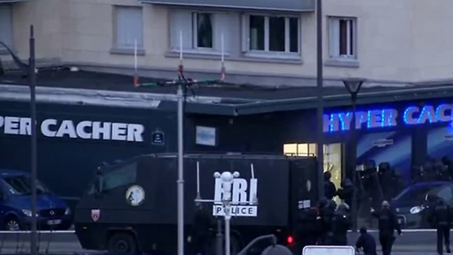 """המרכול היהודי בפריז. """"זה הגיעו למדינות שתמכו בטרוריסטים"""" ()"""