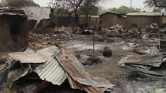 הטרוריסטים האיסלאמיסטים החריבו את העיירה הניגרית. באגה (צילום: AP) (צילום: AP)