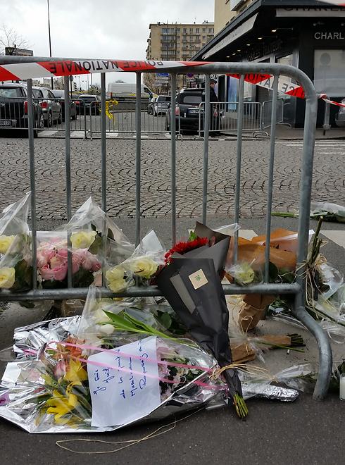 הסופרמרקט בפריז, יום לאחר ההתקפה. כל הצרפתים נפגעו השבוע (צילום: אורי תובל) (צילום: אורי תובל)