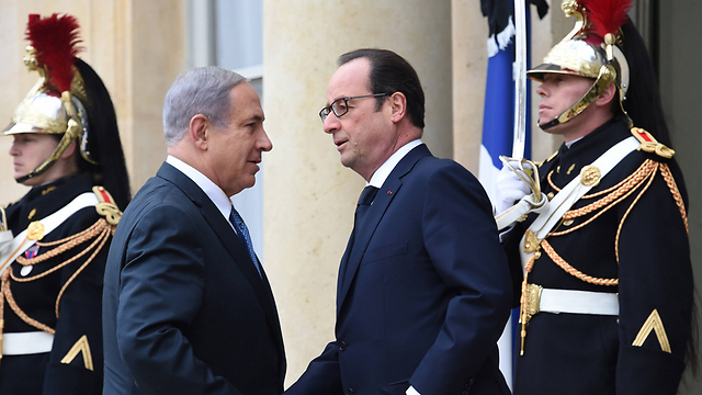 Prime Minister Netanyahu meets with French President Hollande in Paris (Photo: AFP)