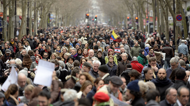 Participants in the square (Photo: AFP)