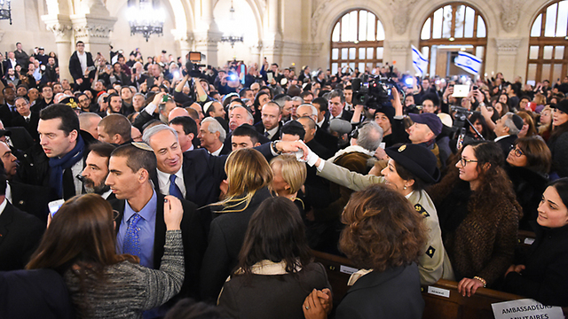 Prime Minister Benjamin Netanyahu in the Great Synagogue. (Photo: Israel Bardugo)