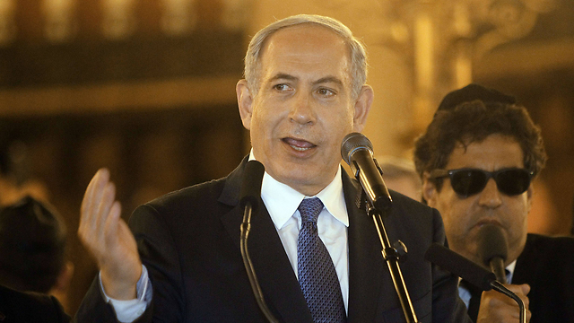 Netanyahu in Paris synagogue. 'Anti-Semitic incidents in France are not a real reason for calling for aliyah' (Photo: AFP)