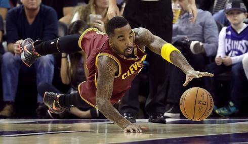 חיזק את קליבלנד. ג'יי אר סמית' (צילום: AP) (צילום: AP)