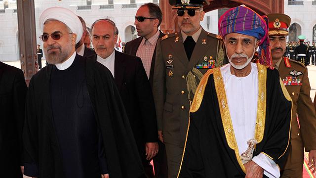 יחסים קרובים מאוד בין המדינות השכנות. סולטן עומאן בן סעיד ונשיא איראן רוחאני (צילום: רויטרס) (צילום: רויטרס)