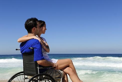 אילוסטרציה. 23% מהישראלים נמנעים מקרבה חברתית עם בעלי מוגבלויות (צילום: Shutterstock) (צילום: Shutterstock)