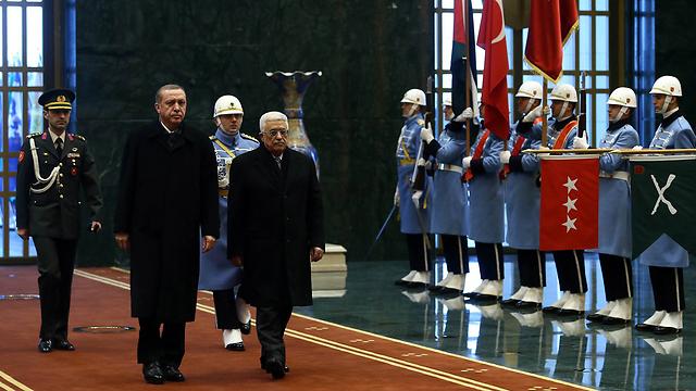 Erdogan and Abbas (Photo: AP)