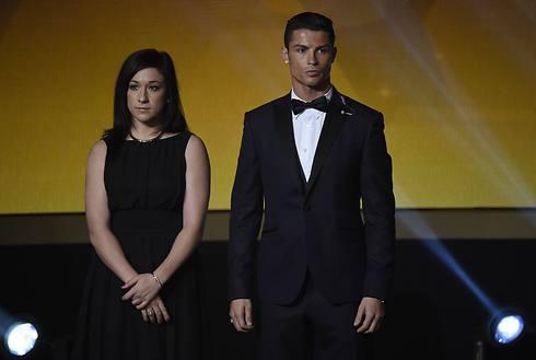 רונאלדו עם כדורגלנית השנה, נדין קסלר (צילום: AFP) (צילום: AFP)