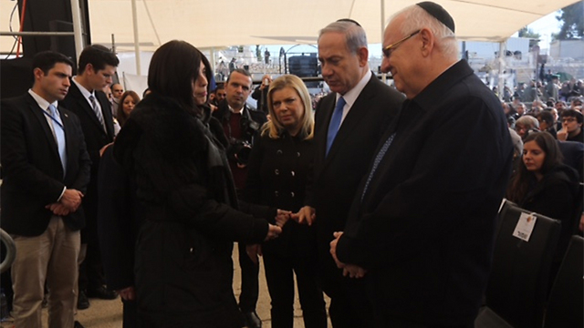 Netanyahu and Rivlin greet the families of the victims. (Photo: Gil Yohanan)