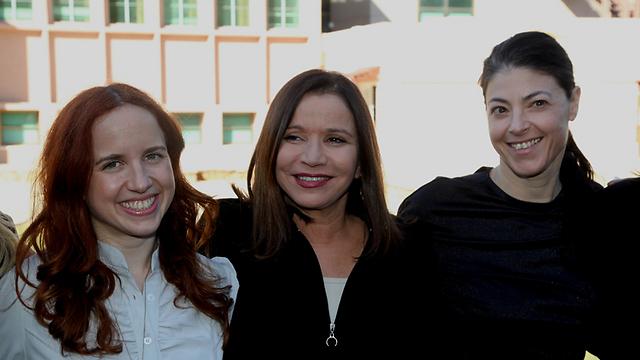 השילוש המוביל של הנשים בעבודה: חברות הכנסת מיכאלי, יחימוביץ' ושפיר (צילום: מוטי קמחי) (צילום: מוטי קמחי)