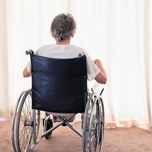 בתביעה נטעו שמצב המבוטח אינו שונה מחולה שמרותק לכסא גלגלים - היות ובשני המקרים אין לחולים יכולת לטפל בעצמם ללא עזרה של אחר (צילום: shutterstock) (צילום: shutterstock)