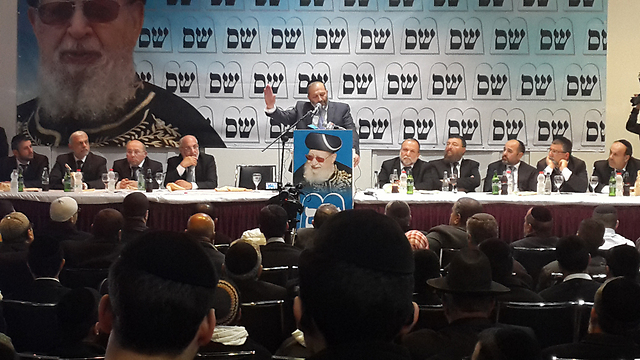 Shas leader Aryeh Deri speaking at an election conference in Ashdod (Photo: Roee Idan)