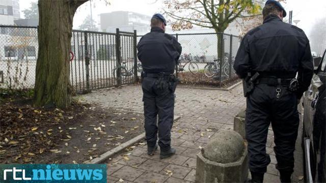 Forces guard Amsterdam Jewish school