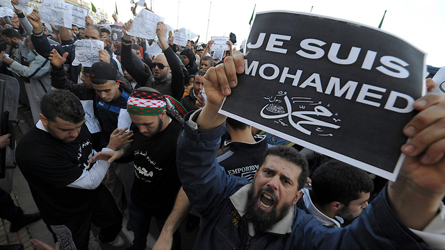 Algerians rally against Charlie Hebdo (Photo: EPA)