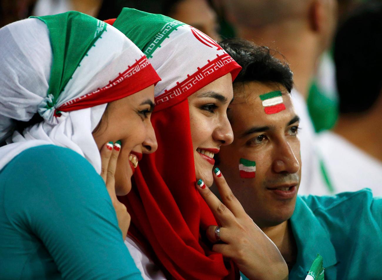 """אוהדות נבחרת איראן בכדורגל. """"להיות חופשיות, לטייל בעולם"""" (צילום: רויטרס) (צילום: רויטרס)"""