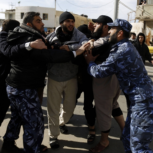 Hamas police clash with Salafists during rally. (Photo: AFP)