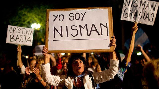 הפגנה בבואנוס איירס בעד ניסמן ונגד פרננדס (צילום: AP)