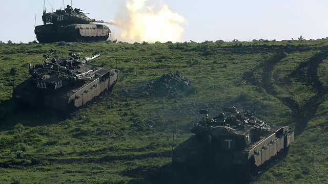Tanks in the Golan last week (Photo: EPA)