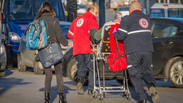Rescue personnel evacuate the wounded (Photo: Magen David Adom)