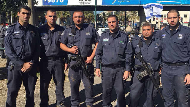Israel Prison Service jailers demand their wages be equated with the wages of standing army personnel (Photo: Israeli Prison Service Spokesman's Unit)