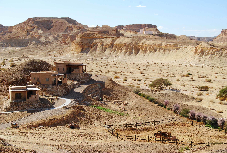 """לישון עם המדבר. נוף צוקים (צילום: יח""""צ) (צילום: יח"""