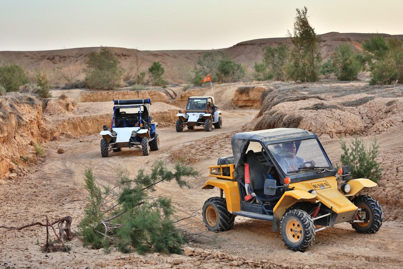 """מי בא לקפץ על סלעים במדבר? חוויה מוטורית בערבה (צילום: יח""""צ)"""