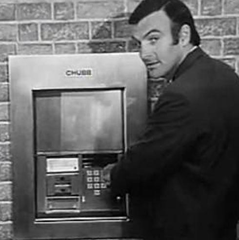 """אוסטרליה, 1967. """"מה קורה אם מישהו צריך יותר מ-25 דולר?"""" ()"""