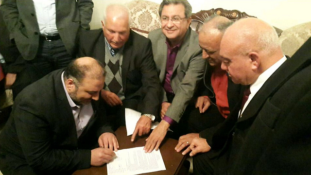 Arab politicians sign the agreement to run together as one list.