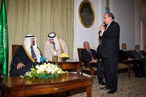 Rabbi Marc Schneier addressing King Abdullah on behalf of American religious leaders in New York. November 2009 (Photo: FFEU) (Photo: The Foundation for Ethnic Understanding)