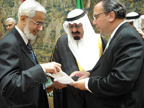 Rabbi Marc Schneier and Dr. Muzamil Siddiqui (Chairman Fiqh Council of Islamic Society of North America) reviewing with King Abdullah FFEU's plans for  international Muslim-Jewish campaign in 2008 (Photo: FFEU) (The Foundation for Ethnic Understanding)