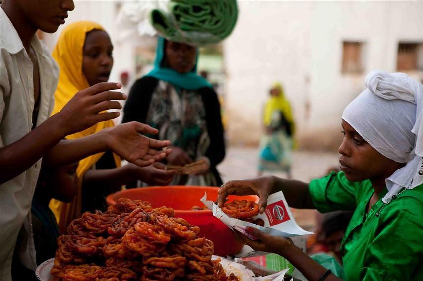 המאכלים בהרר מושפעים ממדינות ערב ומהודו וביניהם מאפים מטוגנים, סמוסה (סמבוסק), שקשוקה ומלוואח (צילום: עמיחי ינקוביץ')