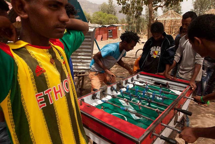 כדורגל שולחן (Foosball) הינו אחד ממשחקי הרחוב הפופולריים באתיופיה  (צילום: עמיחי ינקוביץ')