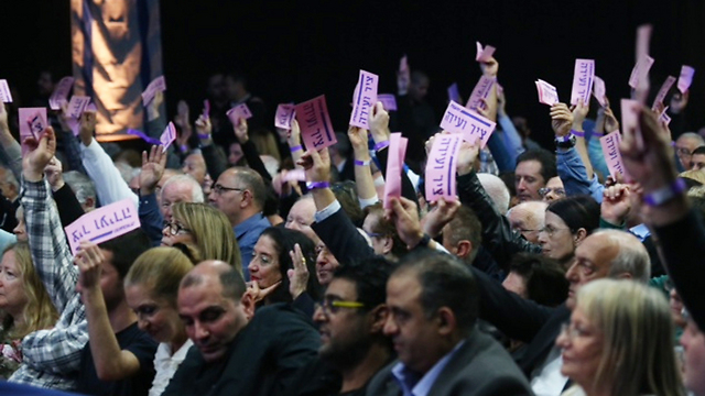 Labor party votes in favor of party list (Photo: Motti Kimchi)