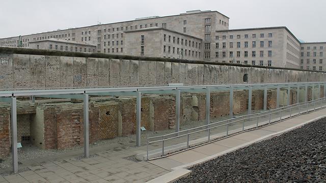 מרתפי הגסטאפו מתחת לשרידי חומת ברלין (צילום: אלדד בק) (צילום: אלדד בק)