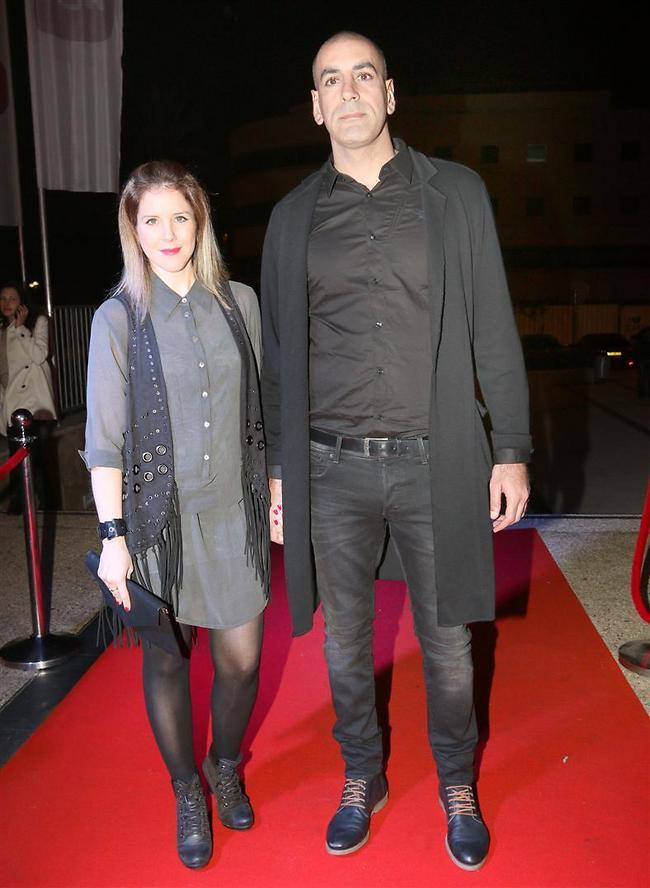 קובי מימון ואשתו נראים טוב (צילום: ענת מוסברג)