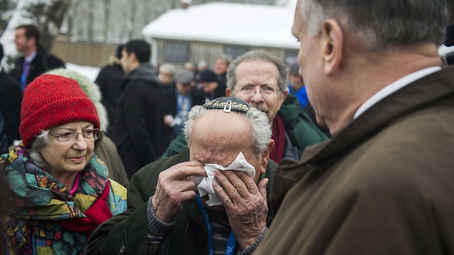 Survivor Mordechai Ronen is overcome with emotion during visit to Auschwitz (Photo: AFP)