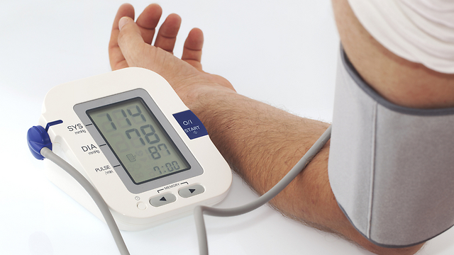 מעל גיל 40 כדאי להיבדק אחת לשנה. יתר לחץ דם (צילום: shutterstock)