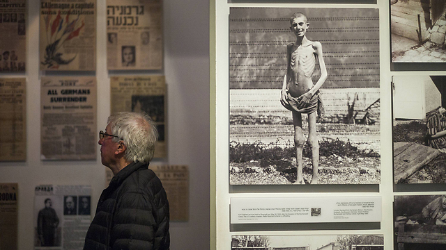 Visitor to Yad VaShem museum (Photo: GettyImages/Archive)