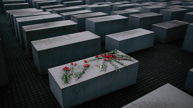 אנדרטת השואה בברלין. לא עבור מי שמבין, ולא עבור מי שלא (צילום: AP) (צילום: AP)