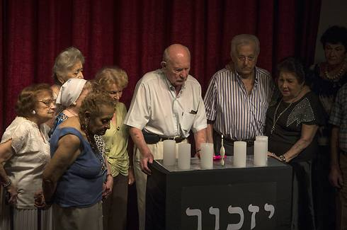 Jews attend ceremony at community center (Photo: AP)