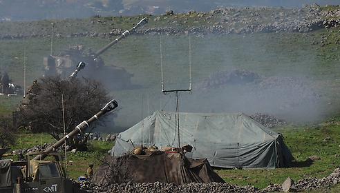"""צה""""ל משיב אש, אחרי התקרית בהר דב (צילום: אביהו שפירא)"""