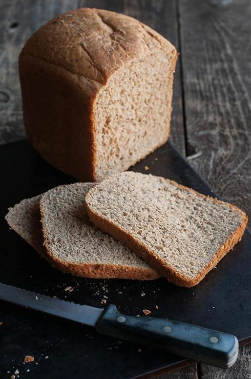 העמסת פחמימות מורכבות כמו לחם מלא תבטיח אנרגיה זמינה במהלך התחרות (צילום: shutterstock)