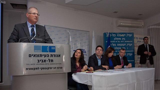 Attorney David Shimron at the press conference (Photo: Ido Erez)